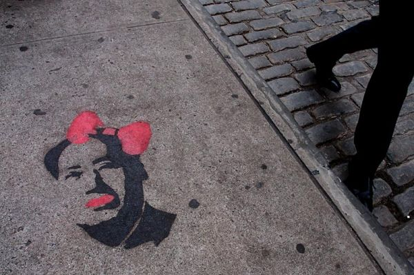 Chairman Mao with ribbon on SoHo sidewalk