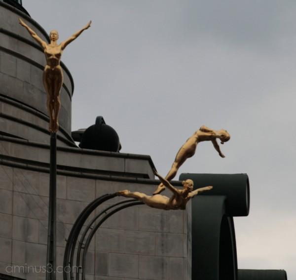 Golden divers?!