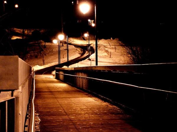de l'autre côté du pont