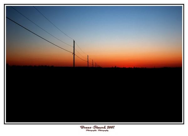 un petit coucher de soleil à la campagne