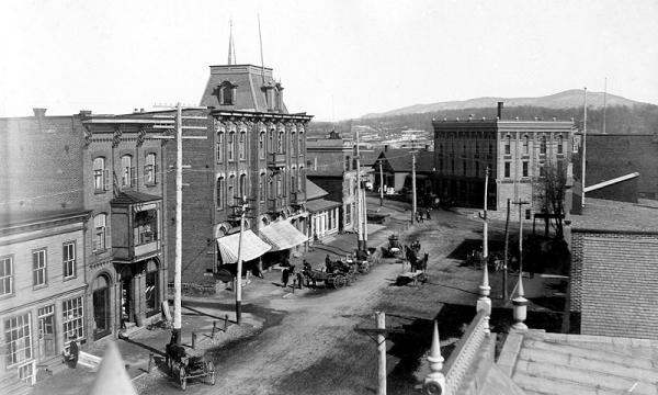 memorabilia - la rue principale vers 1900