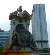 Statue of Queen Victoria in Manchester