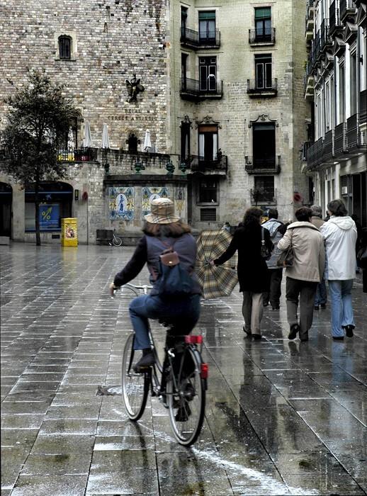 Cantando bajo la lluvia de Barcelona.