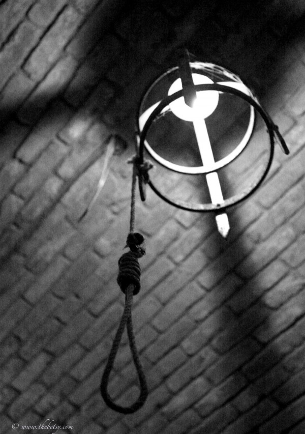 noose in black and white napa castle daryl sattui