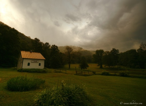 white house farm barn ricketts glen wide angle sun