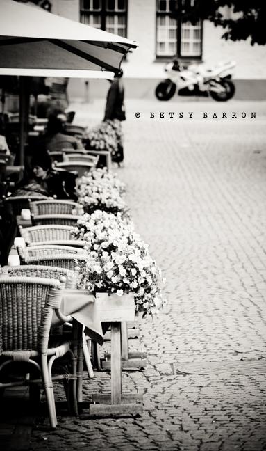 cafe, cobblestone, outdoor, table, street, bruges