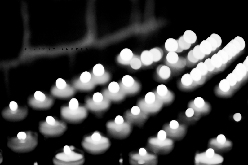 candles, votive, church, flame, black_white