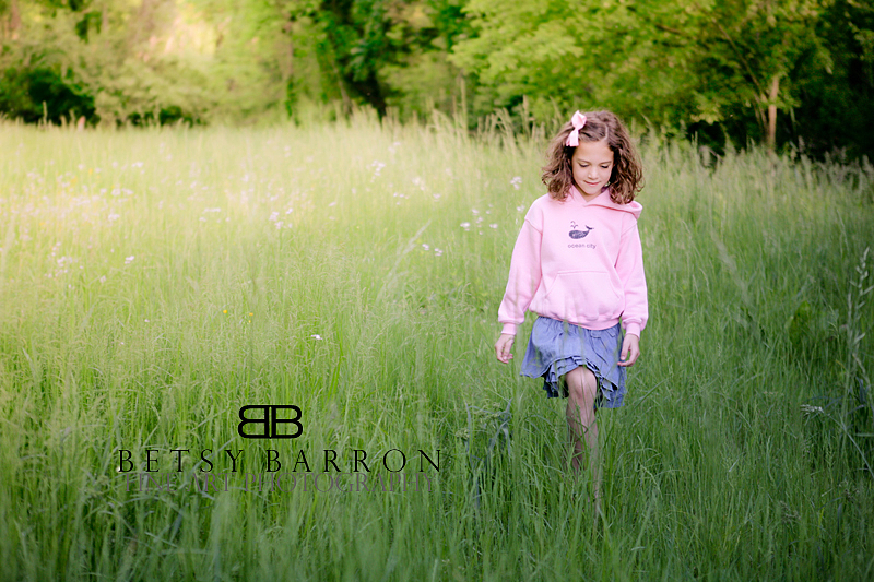 portrait, girl, walking, field, light, grass