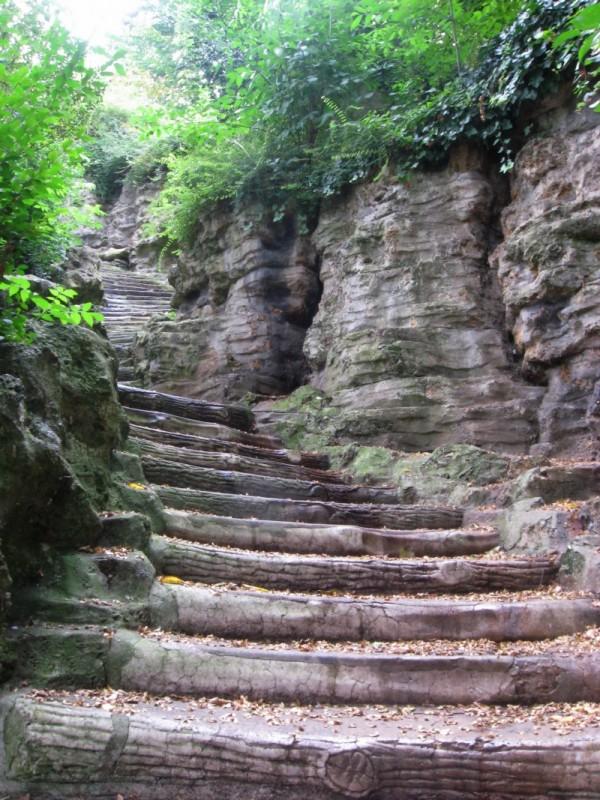 montmartre walkway