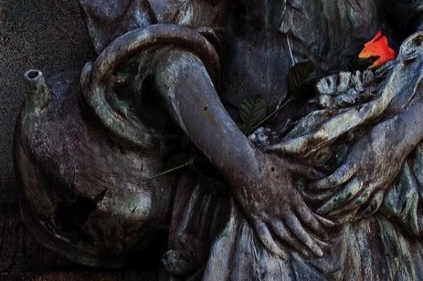 rose cemetary statue