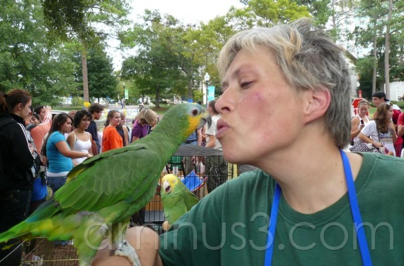آ قربونت یه بوس بده خاله