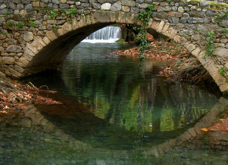 Livadia waterfalls bridge