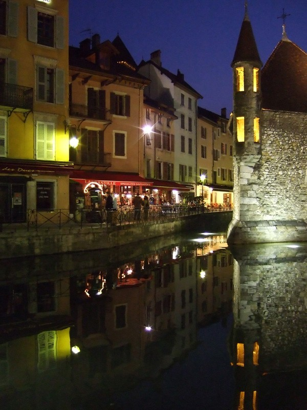 night photo of Annecy