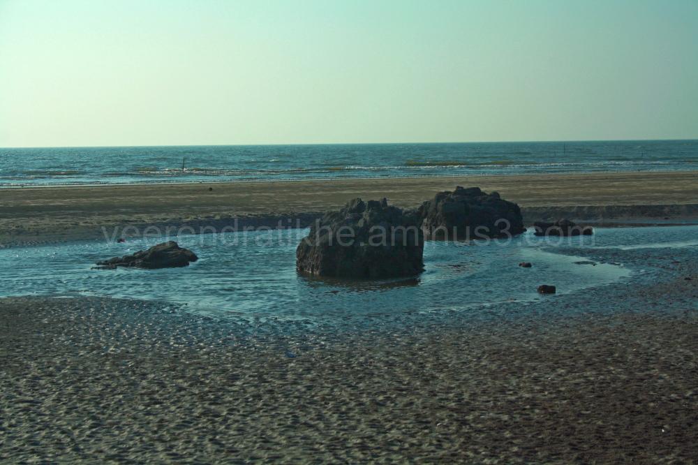 sea rocks horizon