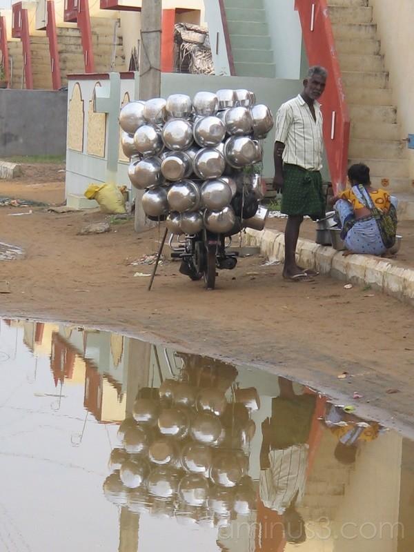 Vendor of pots