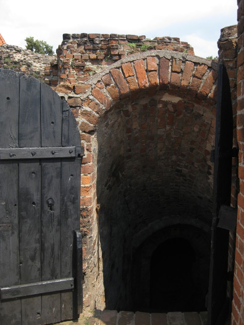 Entrance to castle cellar, Toruń, July 2009