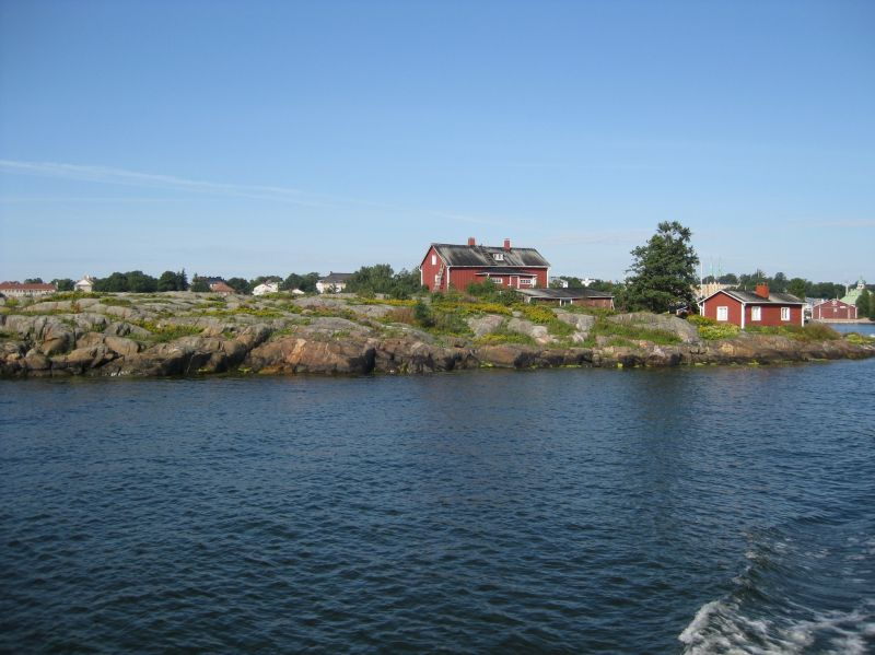 Island on way to Suomenlinna, August 2009