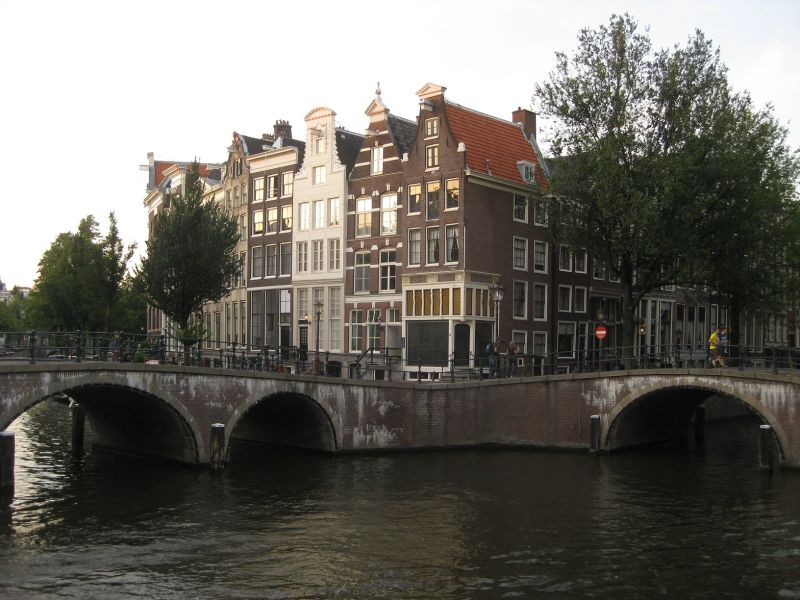No straight lines, Amsterdam, August 2009