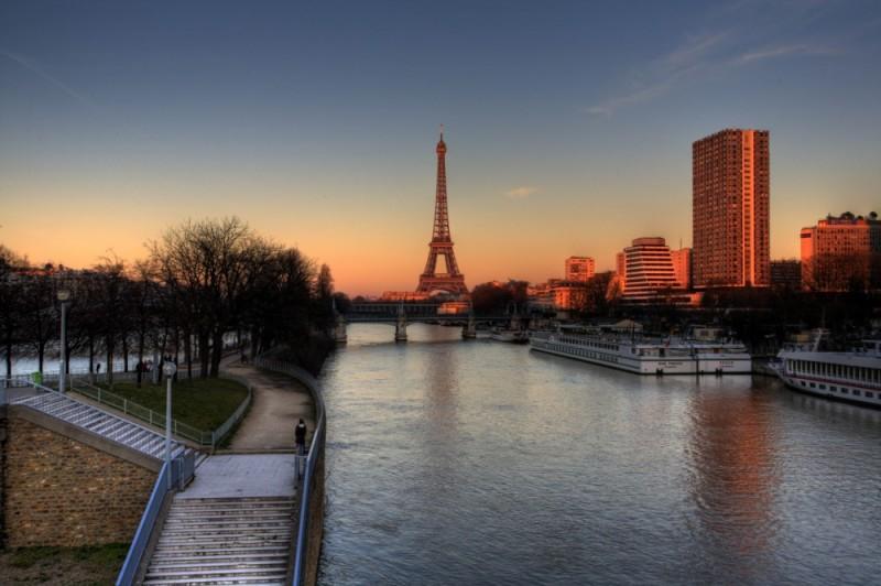 Paris' Eiffel Tower tonemapped