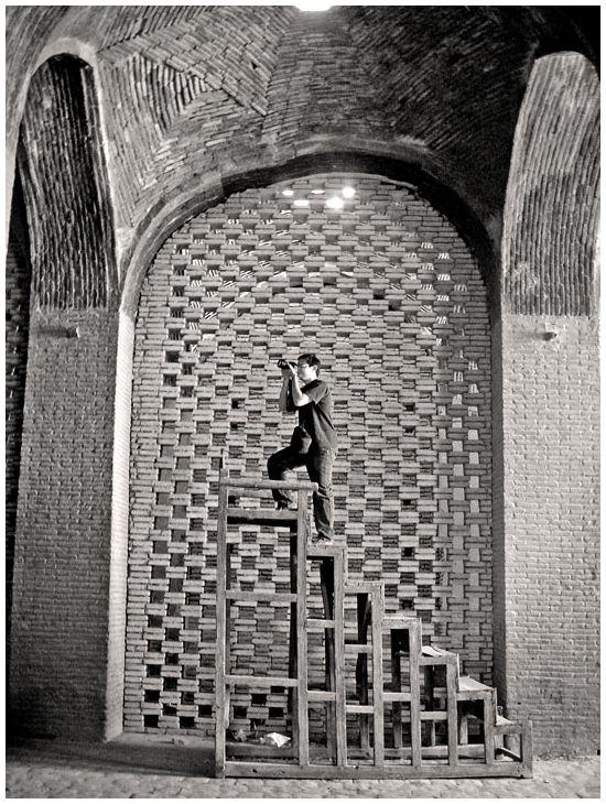 چرخی در اصفهان، چهارده