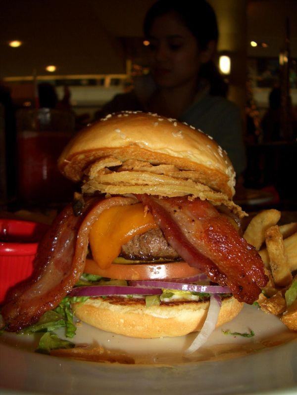 ...gibts riesen Burger...