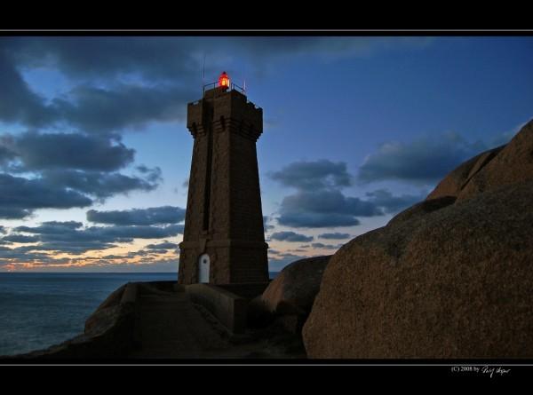 Phare de Men-Ruz . Bretagne . France