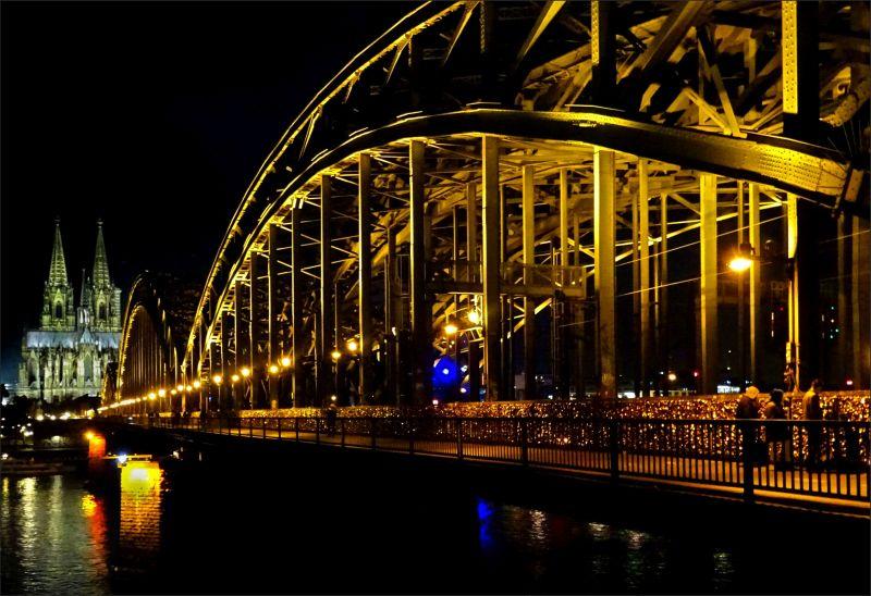 Hohenzollernbrücke ~ Köln