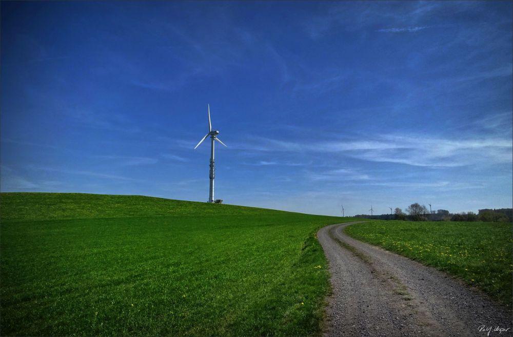 Windrad auf Google-Hügel