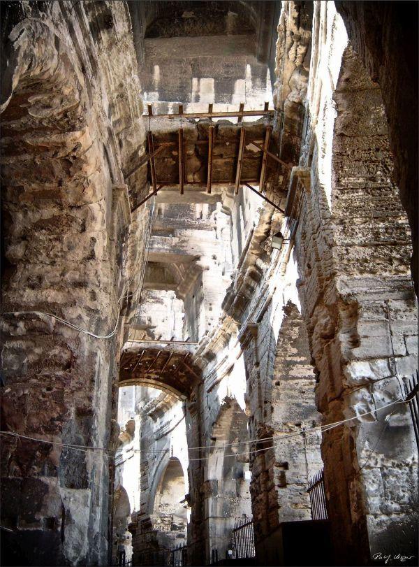 Arènes d'Arles (inside)