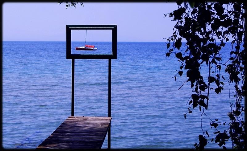 Vue sur la lac depuis un pont d