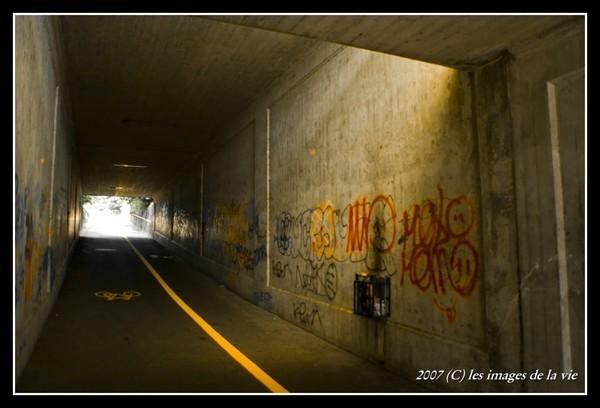 Passage sous voie décoré