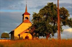 chapelle de vuillens un soir d'été