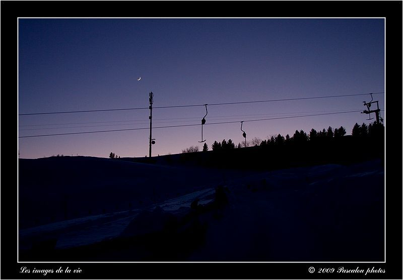 Night falls on the ski slopes! everything is calm!