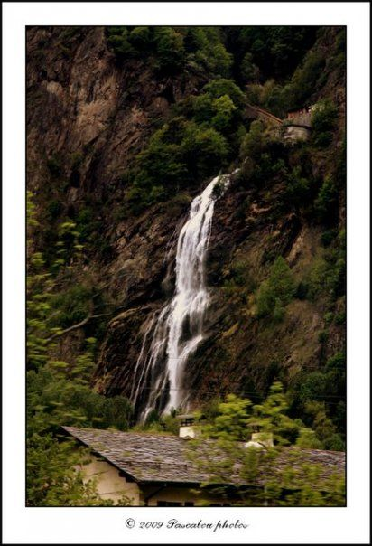 Waterfall . pissvache, eau, chute d
