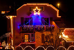 maison illuminée pour les fête.