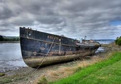 Vieux bateau echoué !