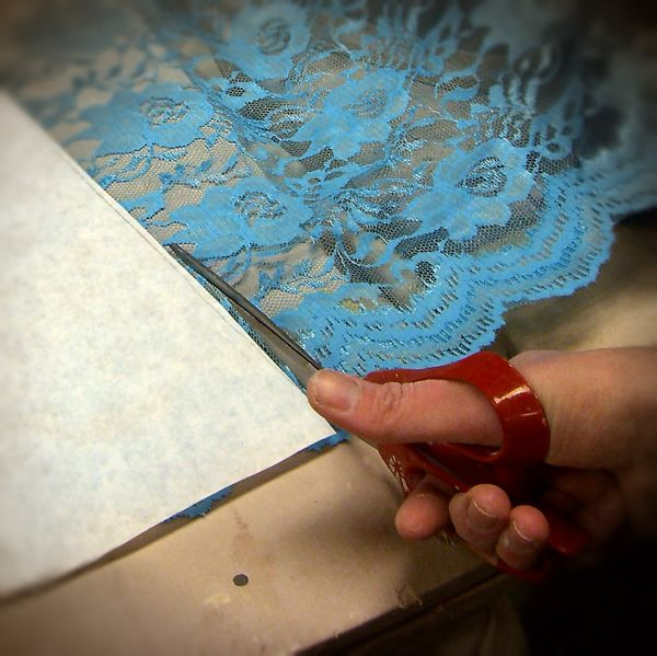 Oh my I'm actually cutting the lace!