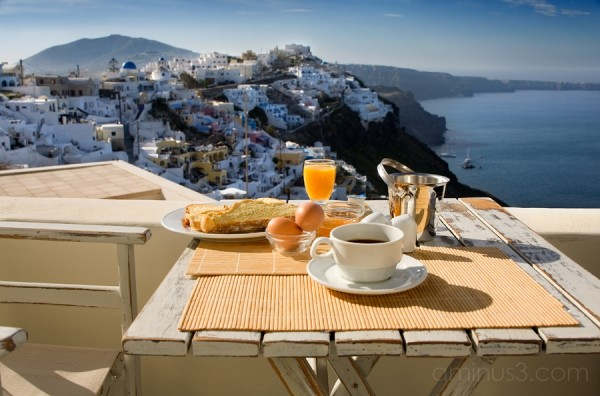 breakfast in Santorini