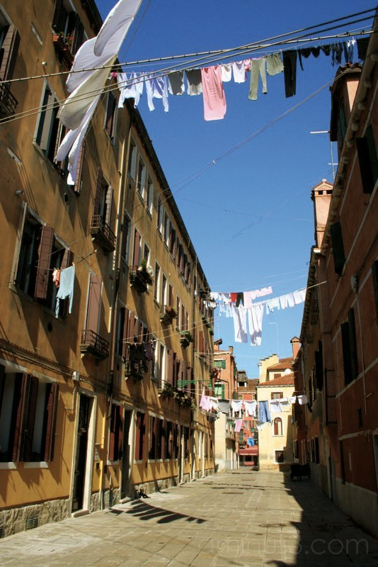White clothings which drie in the street, Venezia