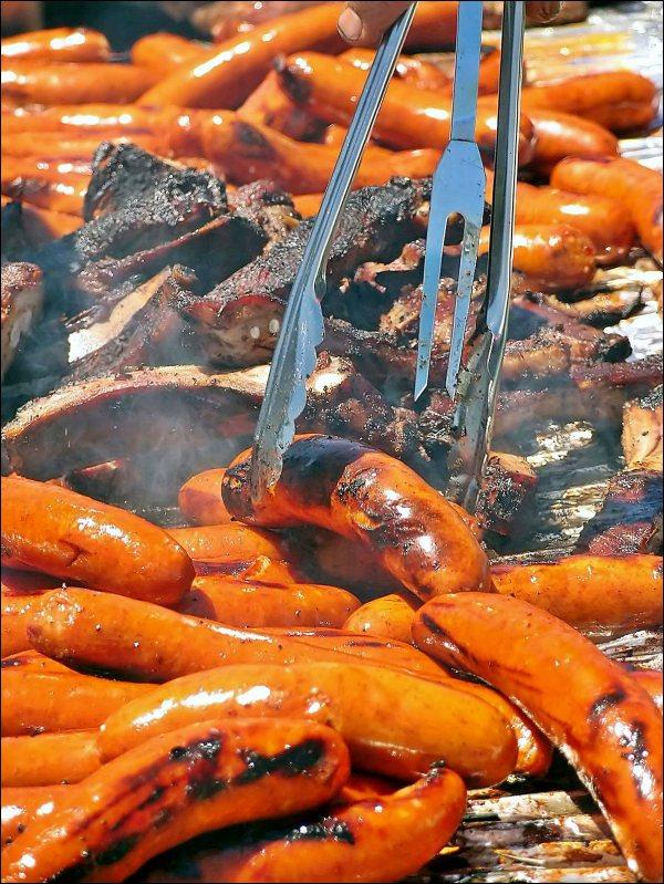 Hot Dogs & Ribs
