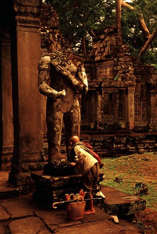 ankor wat cambodia door ドア カンボヂア アンコールワット statue
