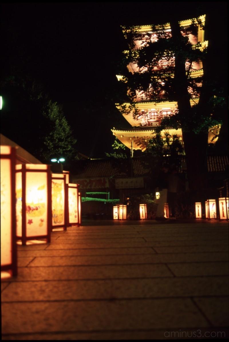 lantern lights tokyo japanese asakusa kimono yukat