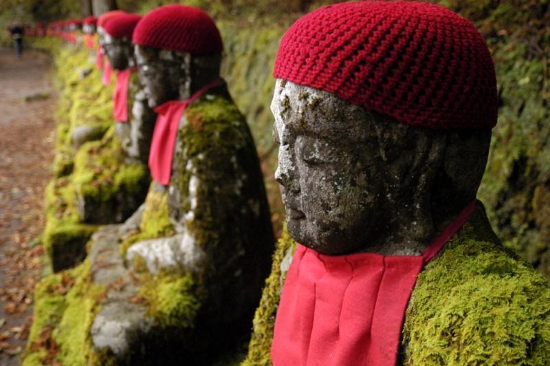 jizou statues and moss (nikko) 日光