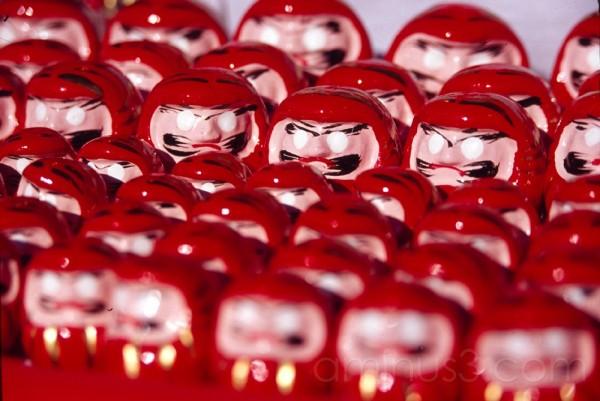 daruma figures red tokyo japan asakusa new years