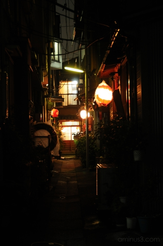 alley tsukishima lantern 月島 提灯 細道