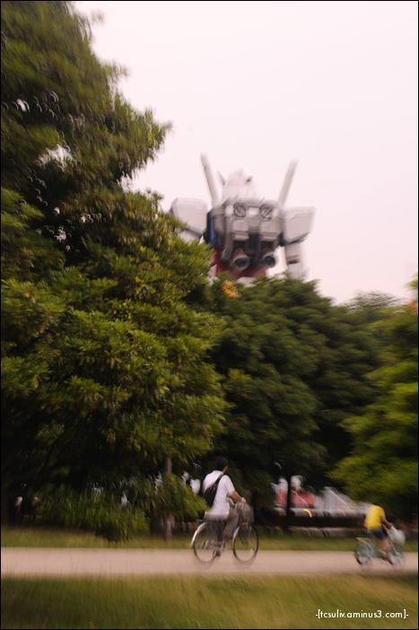 Gundam RX-78 standing tall in Odaiba, Tokyo mech