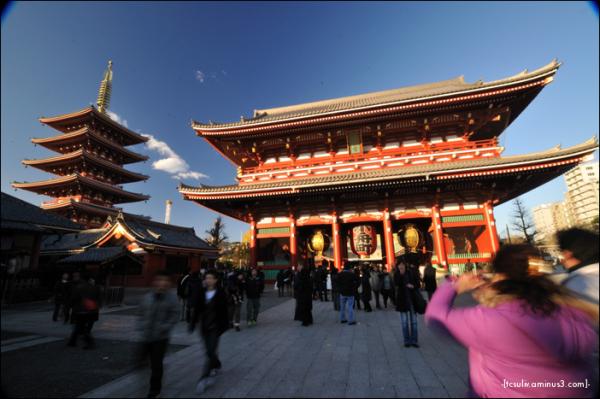 Asakusa's Sensoji Temple 浅草寺