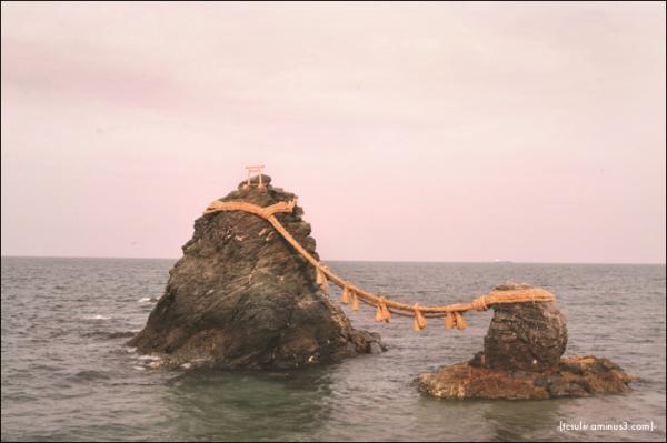 Wedded rocks (Meotoiwa) 夫婦岩 (Ise, Japan)