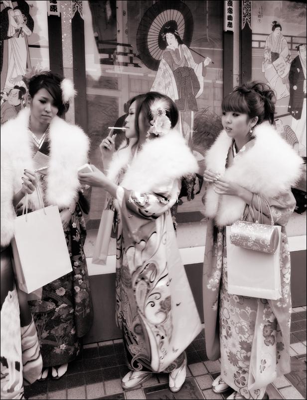 Kimono Trio 着物トリオ (Asakusa)