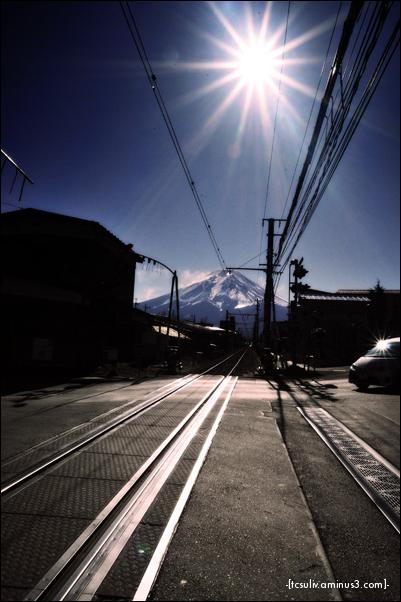 train tracks to fuji 富士山への線 (fujiyoshida)